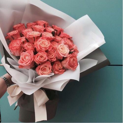 Купить на заказ Букет из 31 розовой розы с доставкой в Каскелене