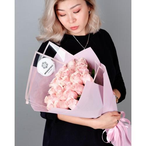 Купить на заказ Букет из 25 розовых роз с доставкой в Каскелене